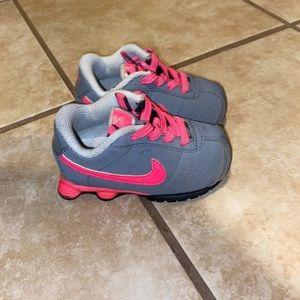 Baby girl Nike shox size 5